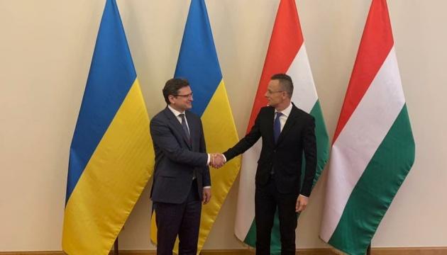 Кулеба и Сийярто проводят встречу в Будапеште
