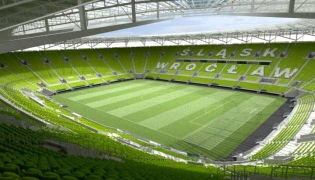 У Польщі з 19 червня пустять уболівальників на футбольні стадіони