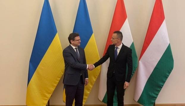 Kuleba y Szijjártó se encuentran en Budapest