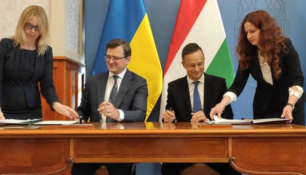 Кулеба передав офіційне запрошення для Орбана відвідати Україну