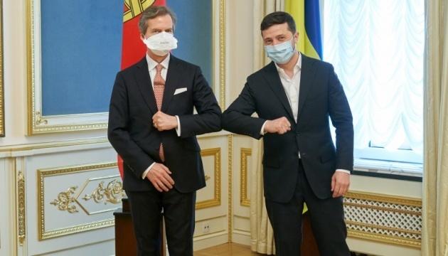 Zelensky receives credentials from four ambassadors