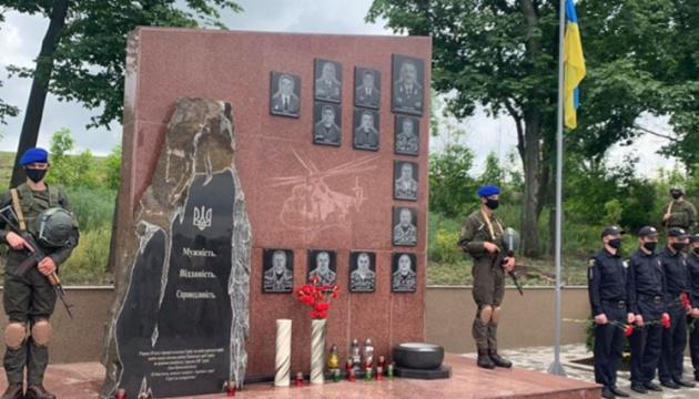 На Донеччині вшанували героїв, які загинули на гелікоптері разом із генералом Кульчицьким
