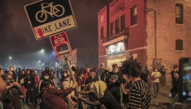 Протести охопили США після загибелі афроамериканця в Міннесоті