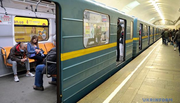 У Києві шукають вибухівку на станції метро