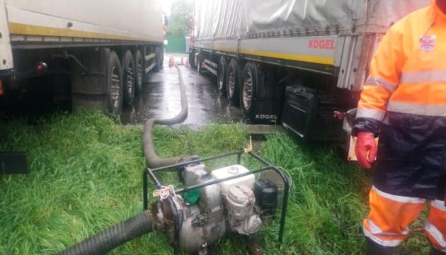 Сильный дождь затопил некоторые районы Киева