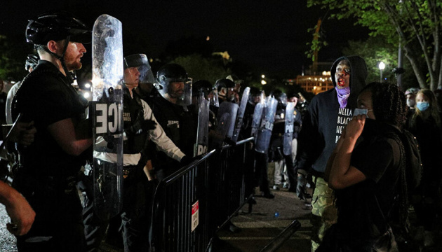 Полицейский беспредел в Миннеаполисе: протест под Белым домом длился более пяти часов