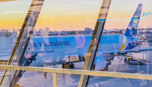 З Нью-Йорка до Києва вилетів десятий евакуаційний літак з українцями