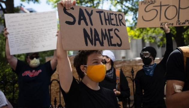 Беспорядки в США: Белый дом призывает протестующих к порядку
