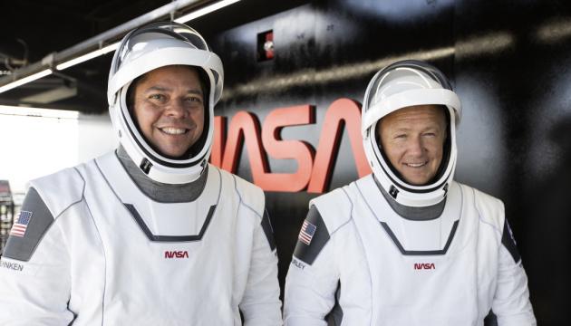 Астронавти Crew Dragon готові зійти на борт МКС