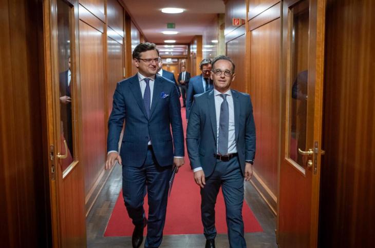 Кулеба і Маас вийшли до журналістів