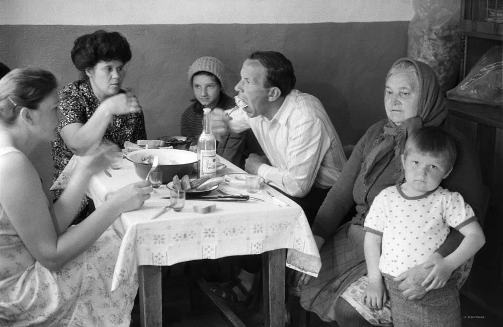Застолье с пельменями, Краснослободск. Волгоградская область. 1982 год.