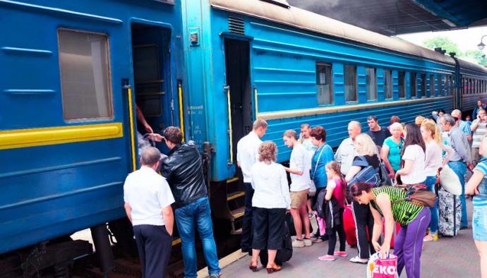 потік туристів забезпечує залізниця