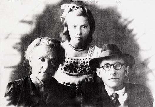 дочка вченого Світлана Грабовська із батьком та бабусею - Анастасією Миколаївною Гутовського