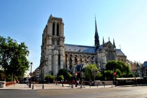 У Парижі закрили площу перед Нотр-Дамом - виявили токсичний свинець