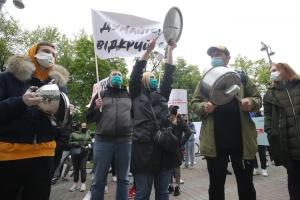 «Кафе безпечніші за метро» – під Кабміном мітингують ресторатори
