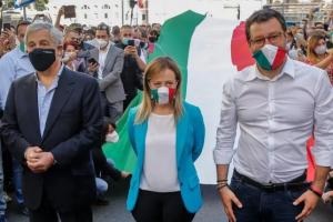"""Без дотримання дистанції: в Італії """"друзі Путіна"""" зібрали антиурядову акцію"""