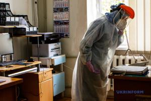 На Львівщині лікарні першої хвилі заповнені хворими з COVID-19 на понад 50%