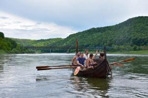 На Прикарпатье создают туры для желающих почувствовать себя викингами