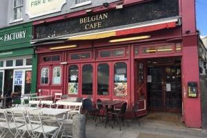 Бельгия еще больше ослабляет карантин - открывает кафе и рестораны