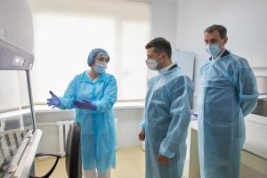 Президент ознакомился с работой областного лабораторного центра в Хмельницком