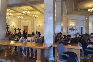 """""""Карантинні"""" послаблення: у пресцентрі Ради працюють три десятки журналістів"""