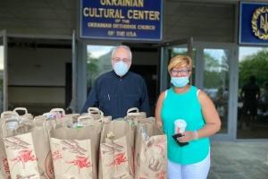 Українська церква в США роздала понад 800 продуктових наборів тим, хто потребує в часи пандемії