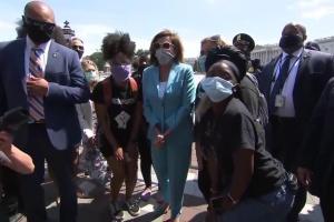 Спікер палати Конгресу США Пелосі приєдналася до протестів