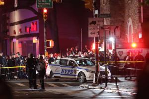Протесты в Нью-Йорке: двое копов получили огнестрельные ранения, один - ножевые