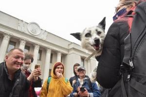 Україна без шкуродерень: під Радою вимагають закрити хутрові ферми