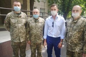 Наставник збірної України Шевченко відвідав військовий госпіталь