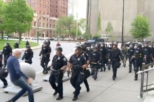 Протесты в США: в отставку подали 57 полицейских города Баффало