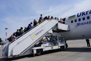 До Польщі двома літаками доправили 186 українських заробітчан