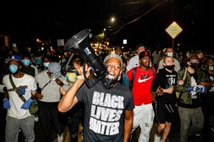 В Калифорнии снова протесты после новой гибели афроамериканца