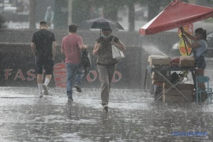 Дощі та грози прогнозують майже по всій Україні