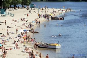Можливість поширення COVID-19 на пляжах не пов'язана з водою – Центр здоров'я