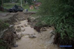 Негода змила дороги до десяти сіл на Буковині