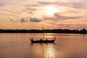 В Ривне парад древних лодок открыл историко-культурный фестиваль