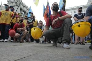 Шахтеры четвертый день протестуют под ОП