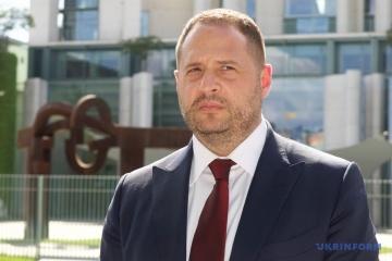 Jermak spricht in Minsk über Staatsbesuch von Selenskyj