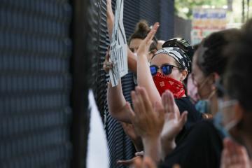 Меган Маркл прокомментировала протесты из-за смерти афроамериканца Флойда