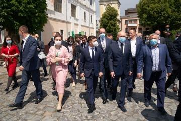 Зеленский предложит отменить визы для стран, из которых захотят приехать туристы