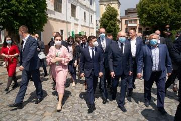 ゼレンシキー大統領、複数の国の国民向けに観光ビザの免除を提案