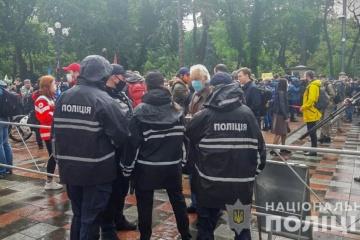 Massenproteste: Polizei verstärkt Sicherheit in Kyjiw und 11 anderen Regionen