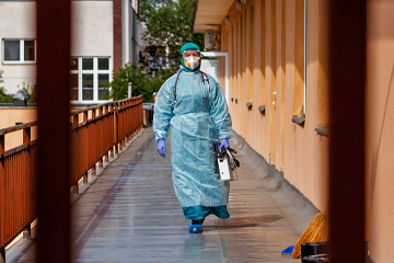 Ukraine reports 2,438 new coronavirus cases in past 24 hours