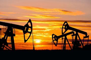 Нефть дешевеет из-за снижения спроса и новой волны пандемии COVID-19