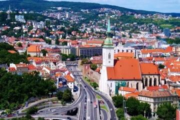 Словаччина відкриває кордон ще для 16 країн