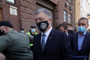 Poroschenko zum Bezirksgericht Petschersk gekommen