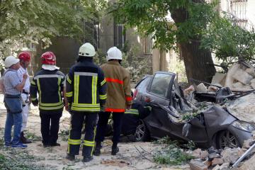 Обвал будинку в Одесі: рятувальники вивезли 13 машин будівельного сміття