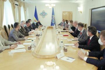 G7大使とダニーロウ安保書記が会談