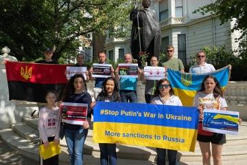 Activistas en Europa exigen mayores sanciones contra Rusia